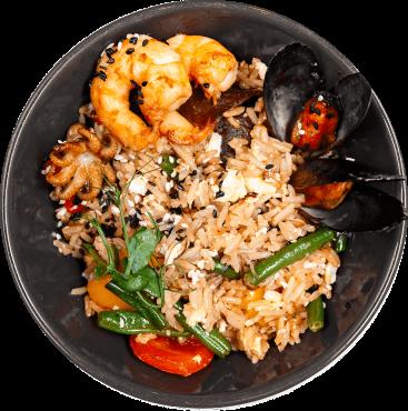 Вок рис с море продуктами с соевым соусом