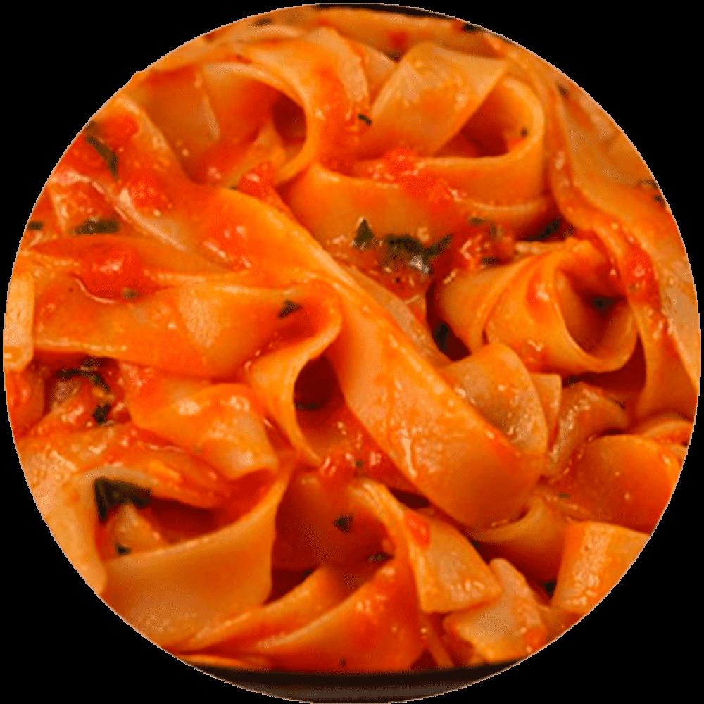 Паста с морепродуктами в томатном соус